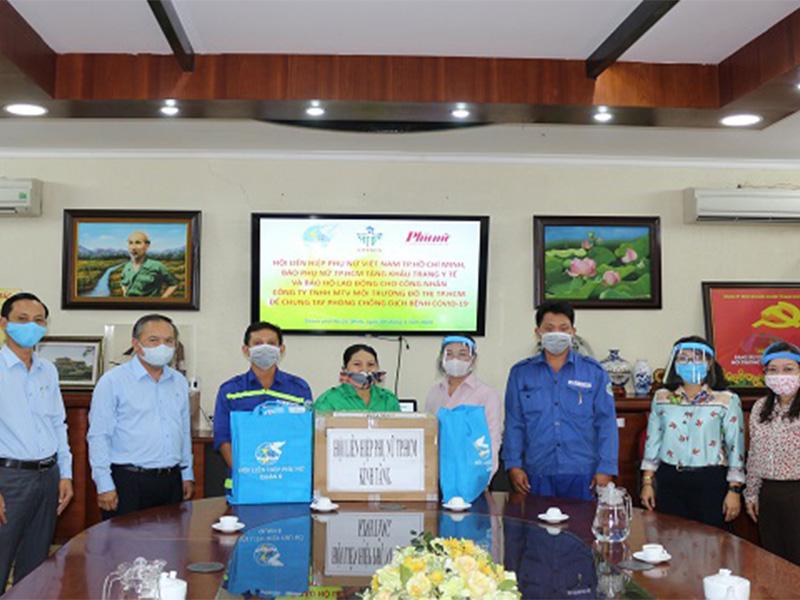Hội LHPN TP.HCM và báo phụ nữ thăm và tặng quà chung tay phòng chống dịch